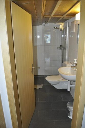 Dusche Dachgeschoss : Dusche – WC Dachgeschoss